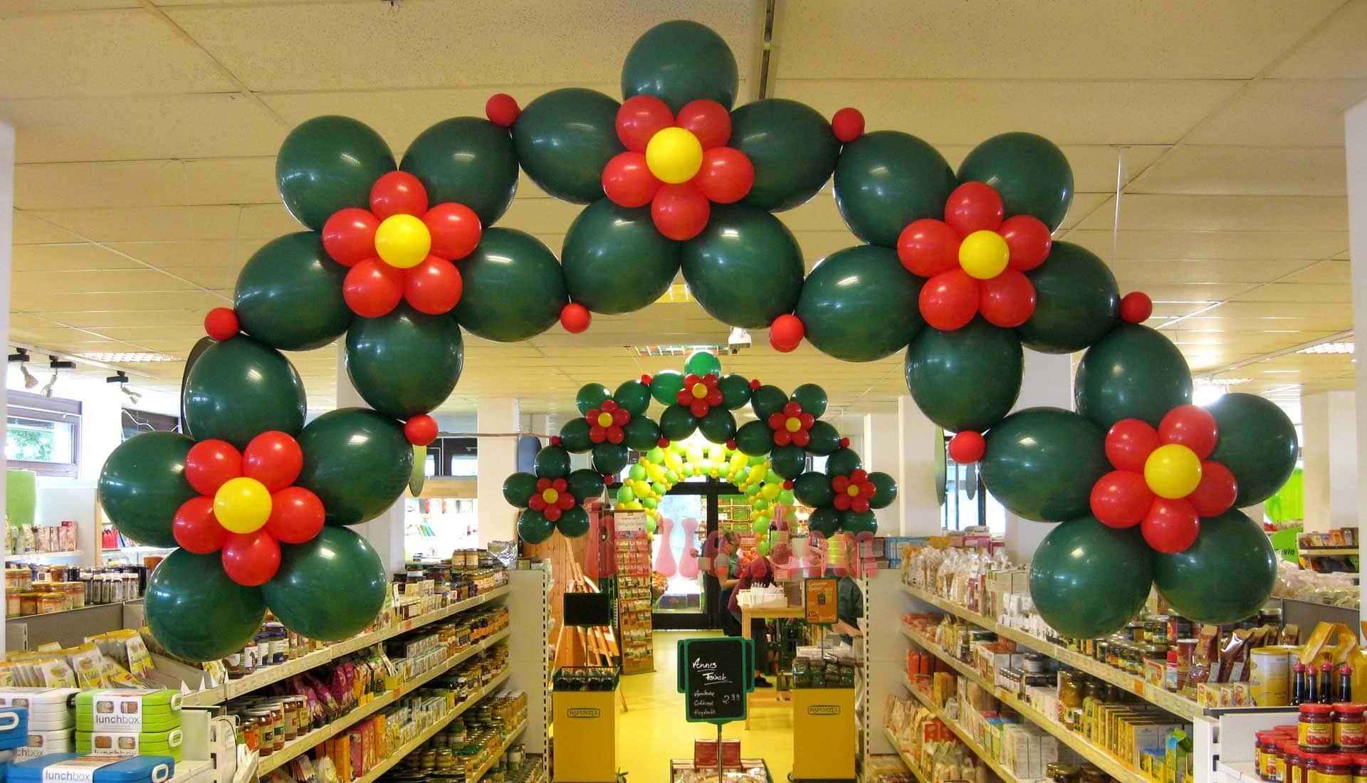 Ballonblumenkranz in einem Biomarkt