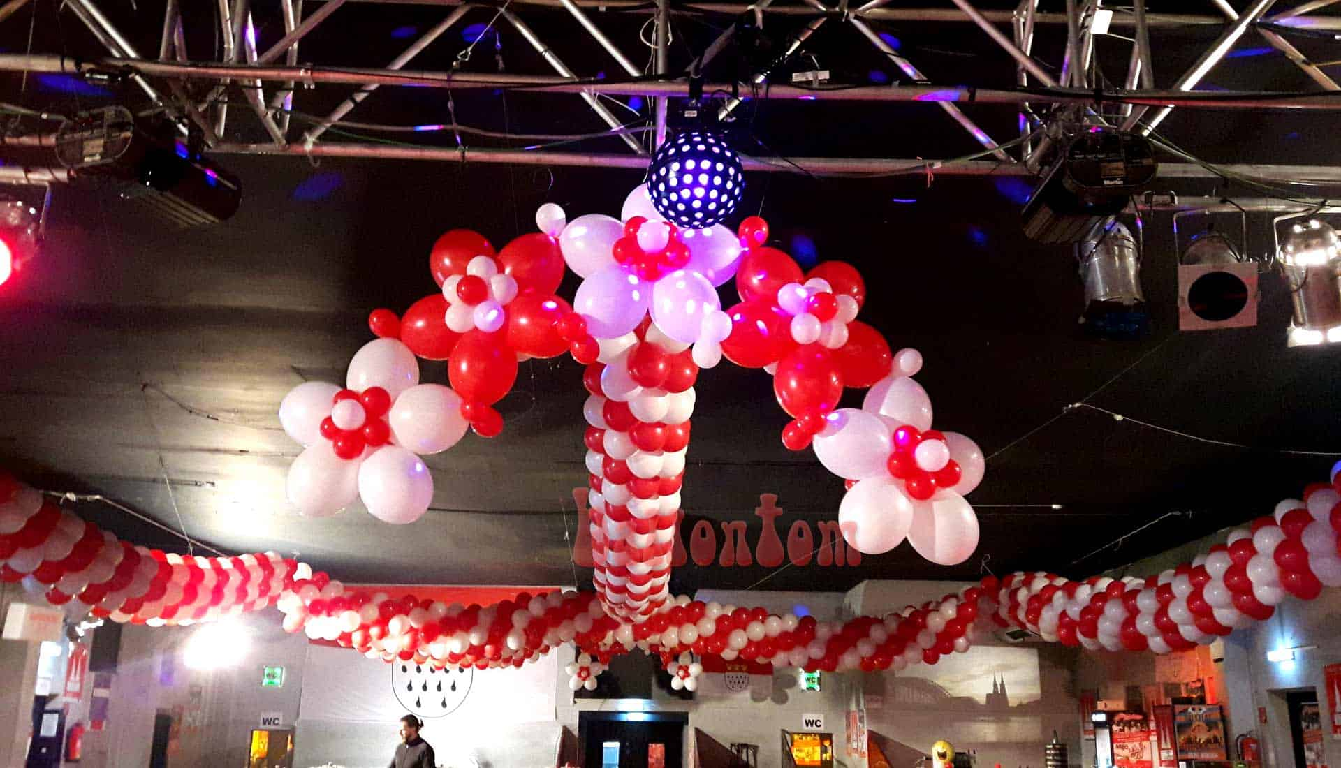 Ballonblumenkranz in der Theaterfabrik in München
