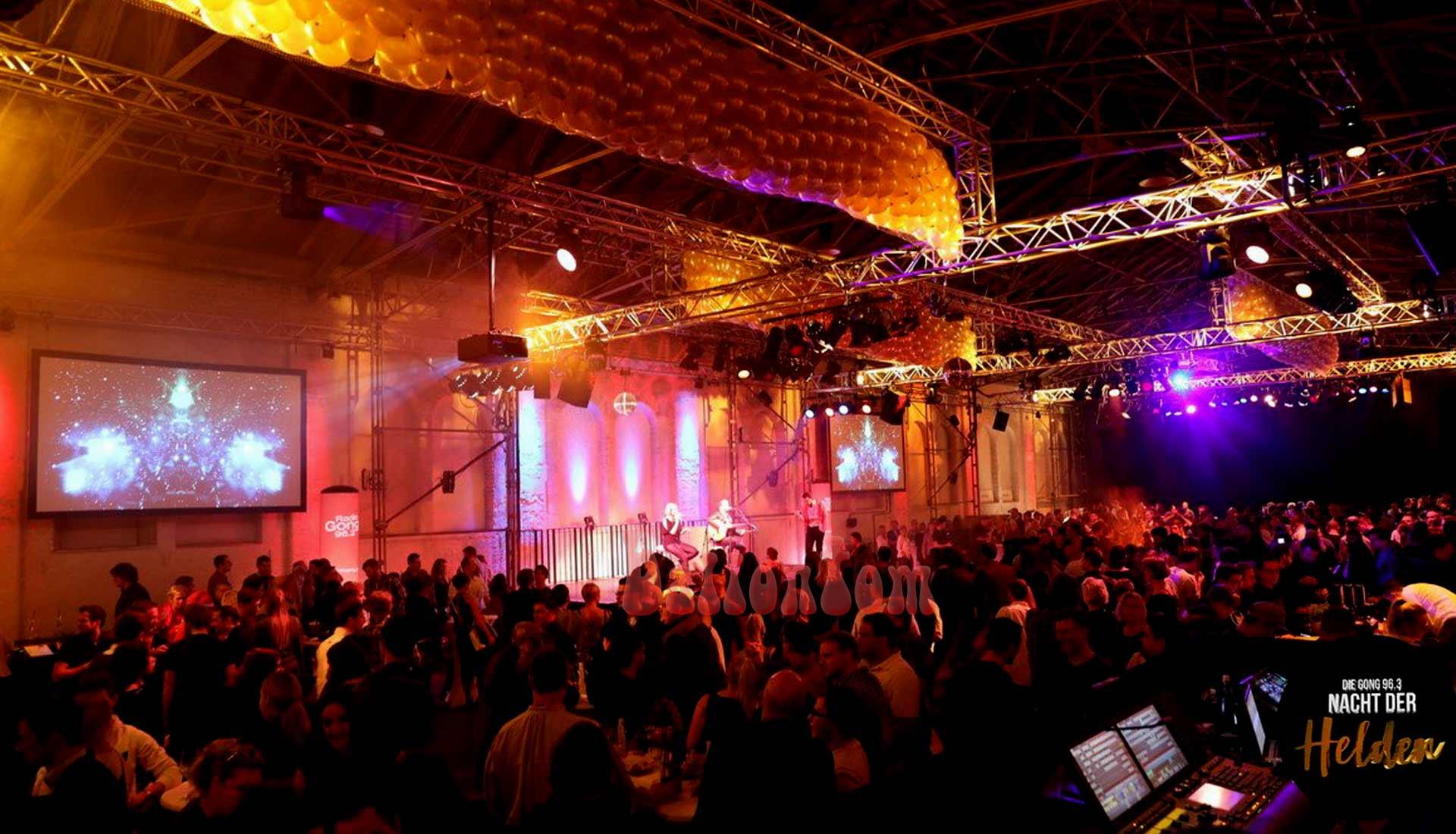 Luftballonregen Radio Gong 96,3 München zur Nacht der Helde von ballontom