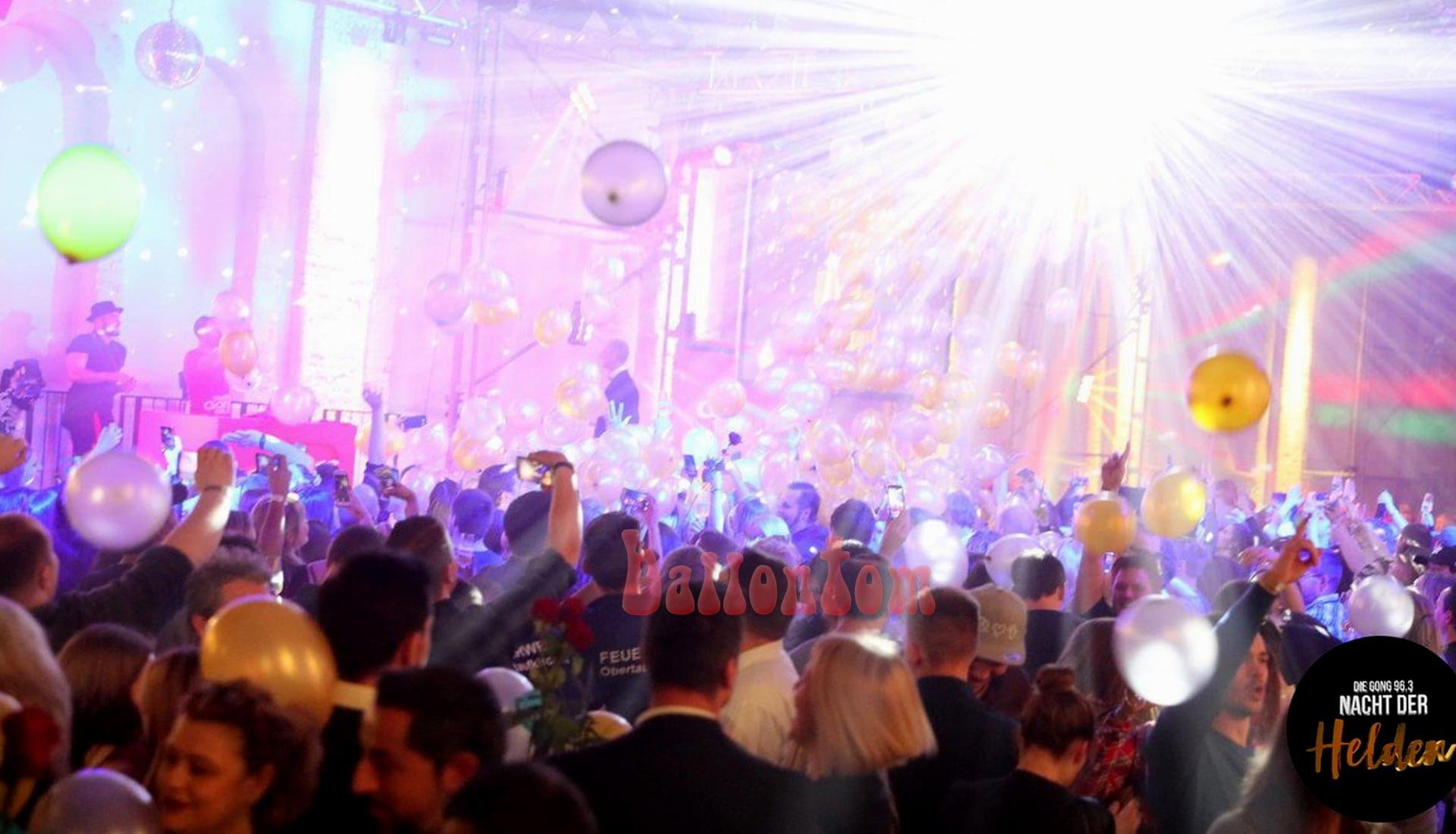 Ballonregen Radio Gong 96,3 München zur Nacht der Helde von ballontom