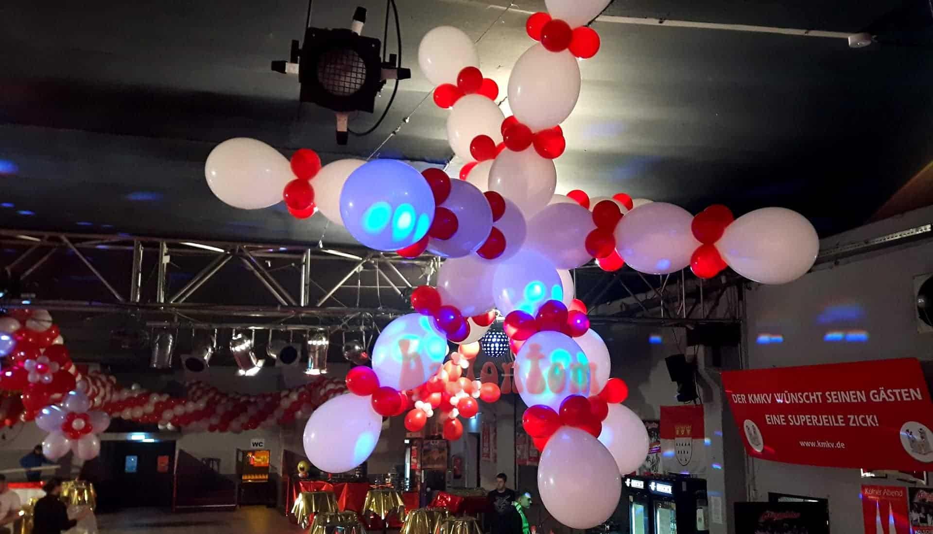 Ballonschneeflocke in der Theaterhalle in München