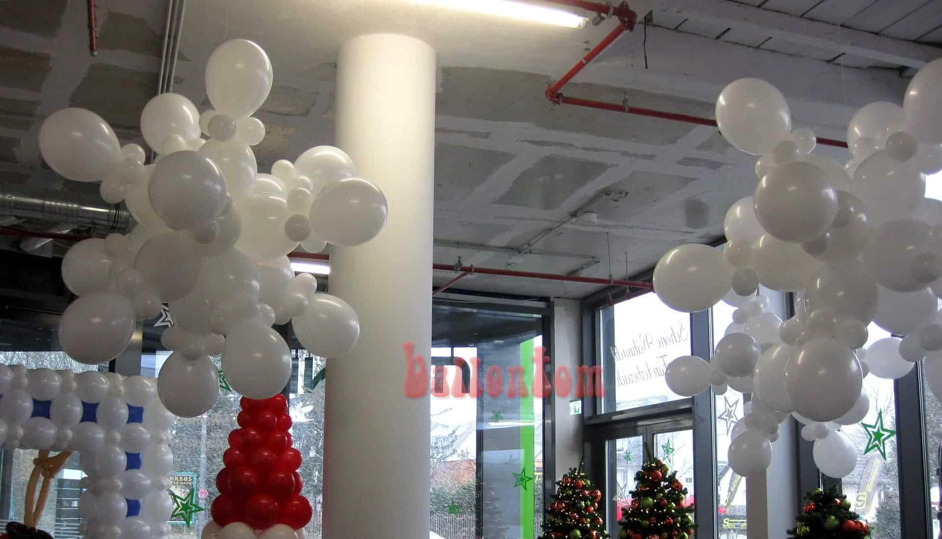 Ballonschneeflocken im Mona Einkauf-Center in München