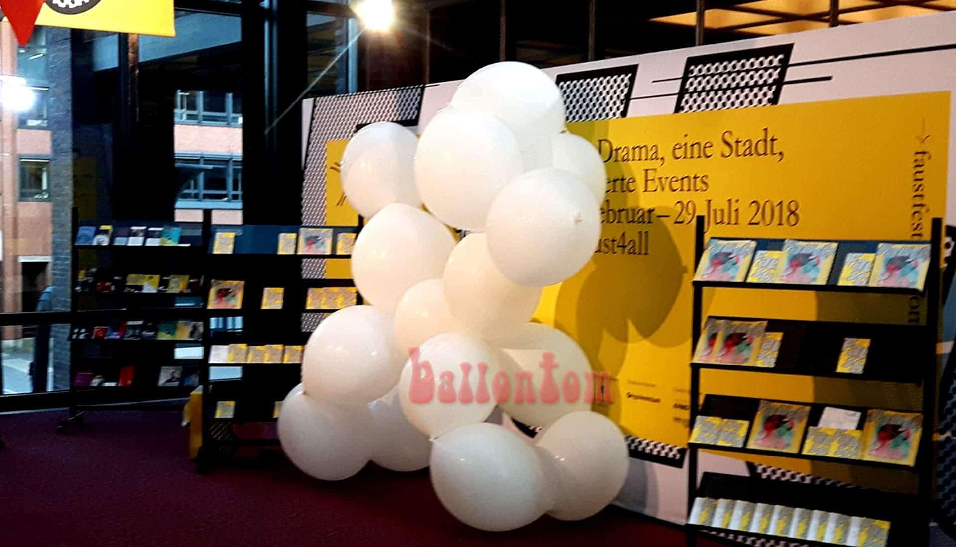 Ballonentertainer ballontom präsentiert seine neue Ballonshow im Gasteig in München