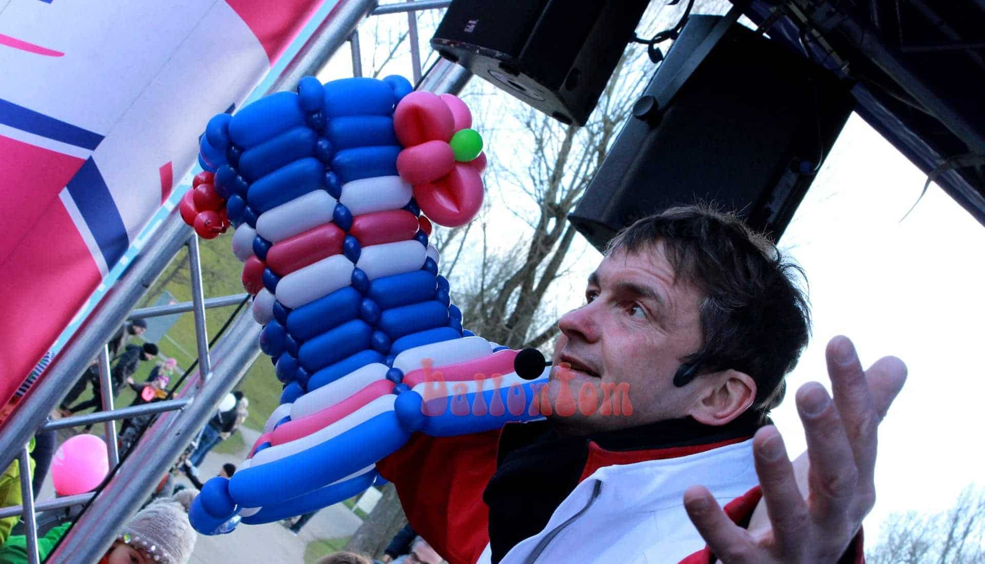 Abschied von einem riesigen Ballonworkshop im Olympiapark München mit Ballonentertainer ballontom