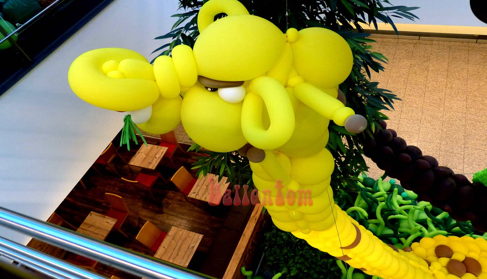 Ballonwelt im Rathauscenter Pankow in Berlin - Moto: Auf Safarie in Pankow - Bild: Giraffe