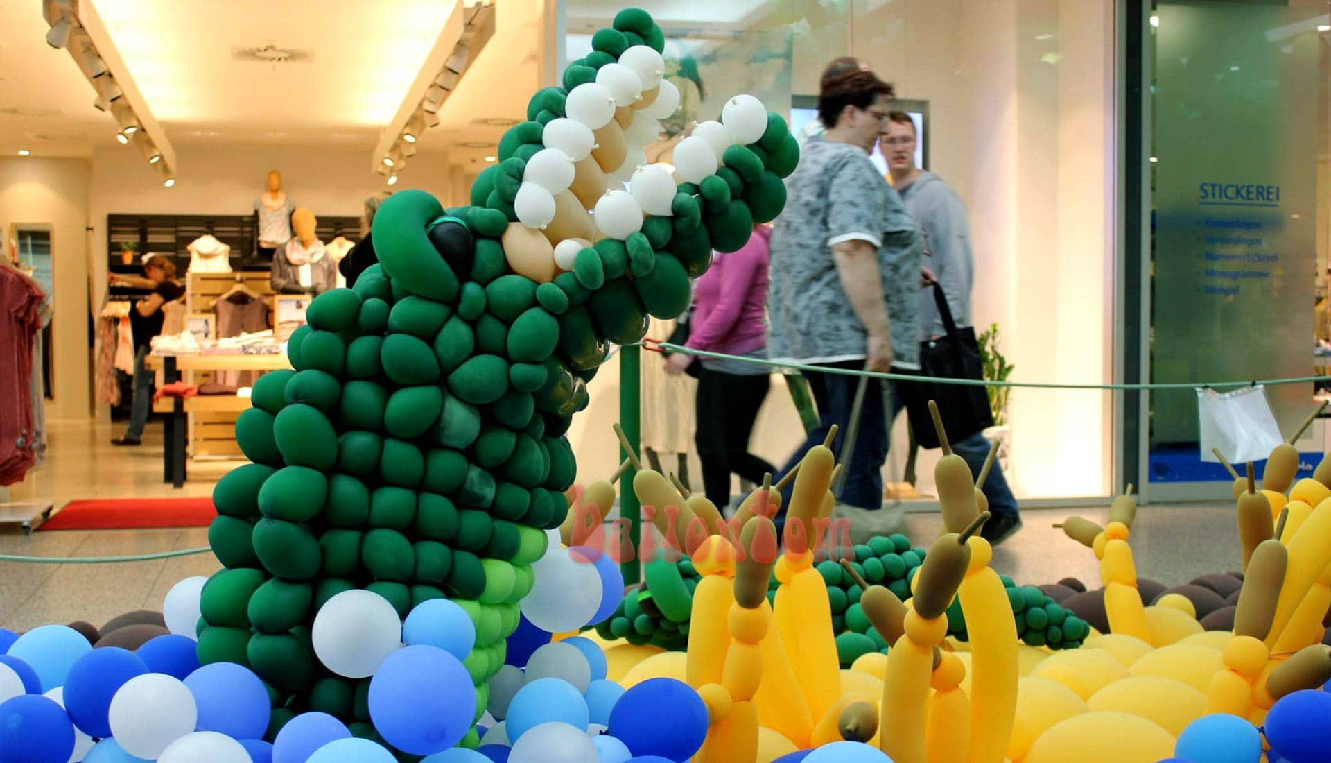 Ballonwelt im Rathauscenter Pankow in Berlin - Moto: Auf Safarie in Pankow - Bild: Krokodil