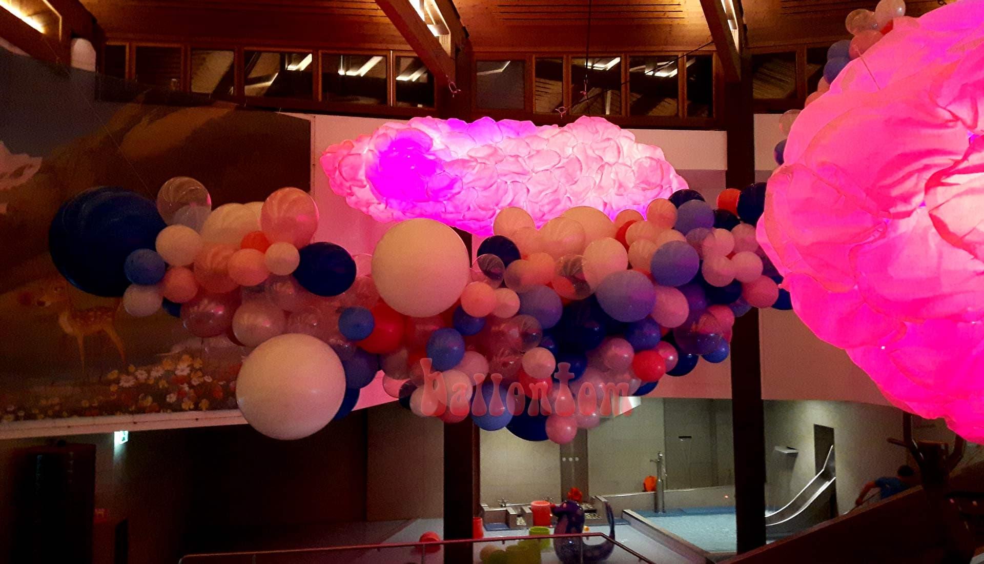 Rote Organic-Wolke im Säntispark / Schweiz - Projekt: Ballonhaus.ch - Unterstützt durch ballontom