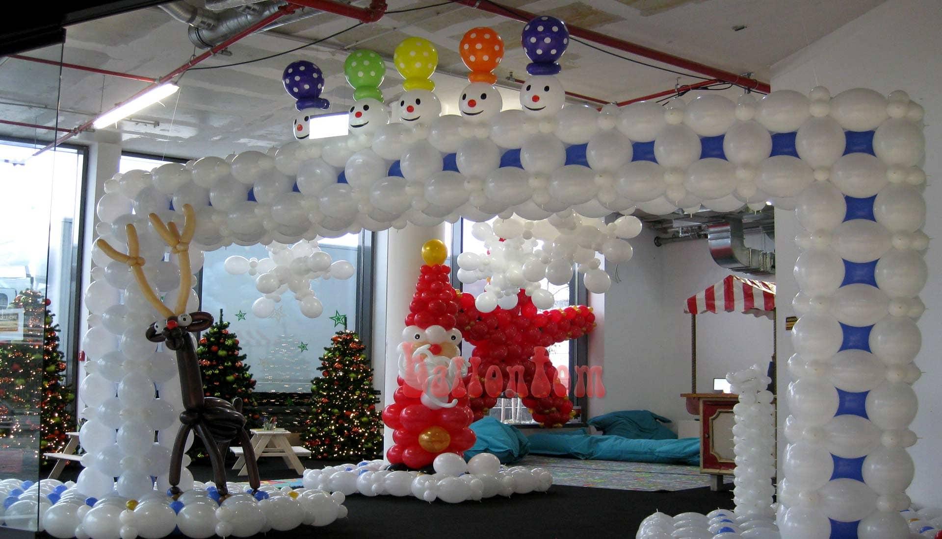 Weihnachtsdekoration für das Mona Einkauf-Center in München