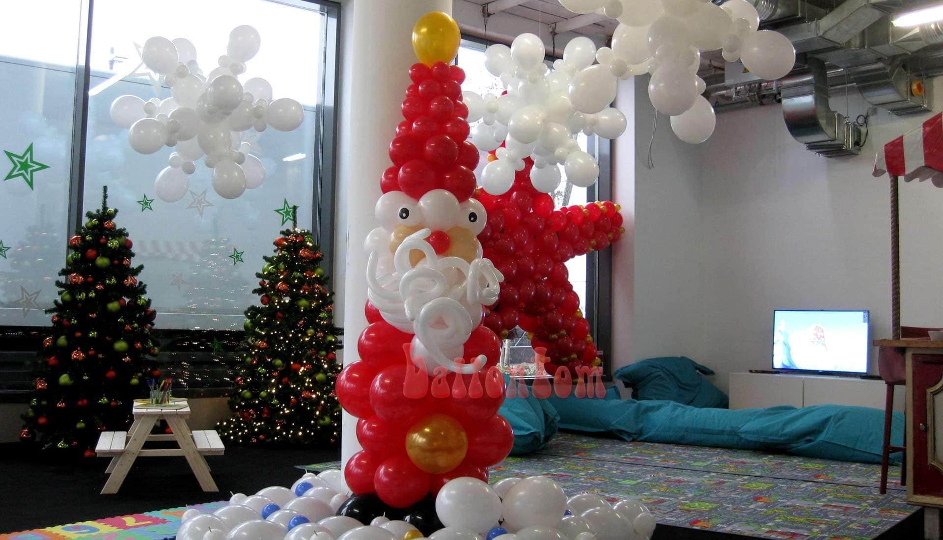 Weihnachtsmann und Schneeflocken für das Mona Einkauf-Center in München