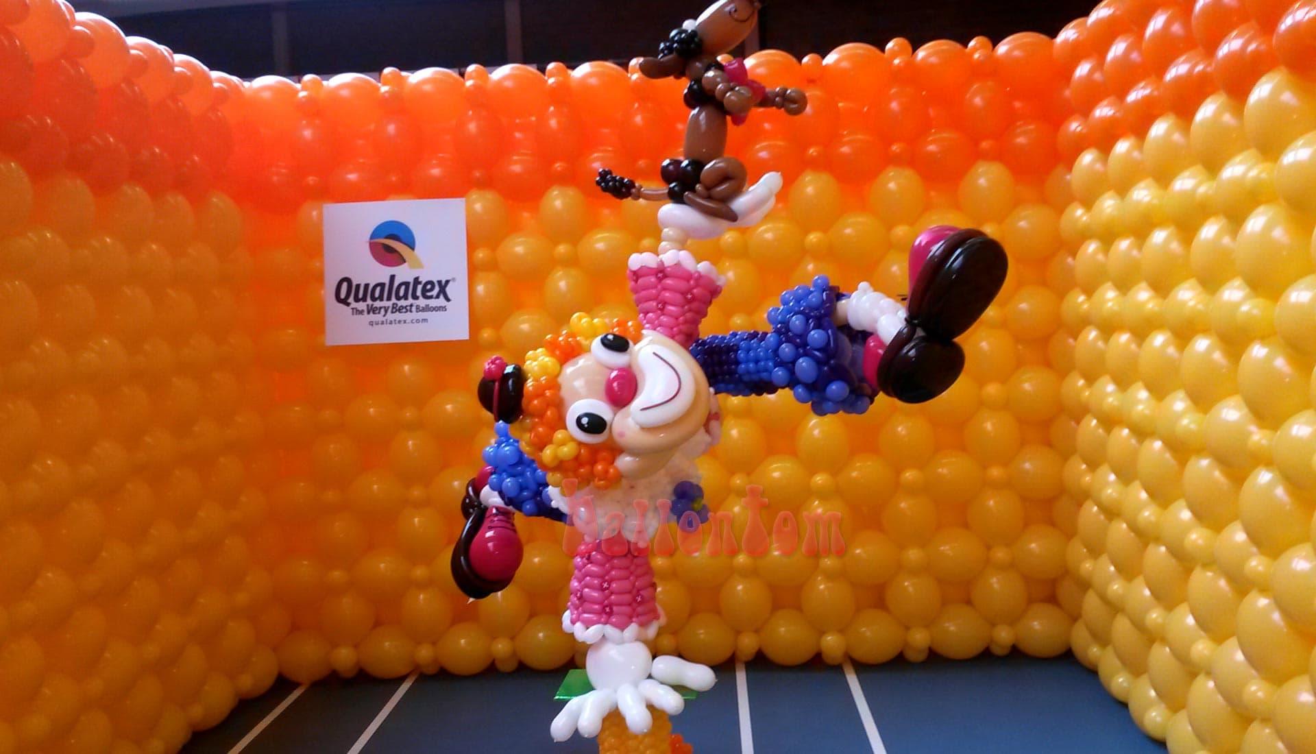 Weltrekord! Größtes Ballonlabyrinth mit über 100.000 Ballons mit ballontom - Clownfigur