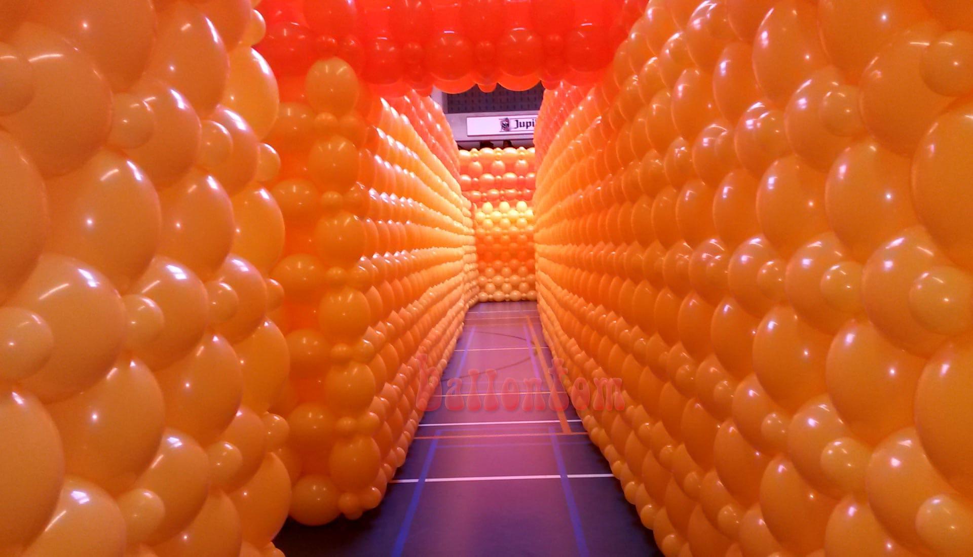 Weltrekord! Größtes Ballonlabyrinth mit über 100.000 Ballons mit ballontom
