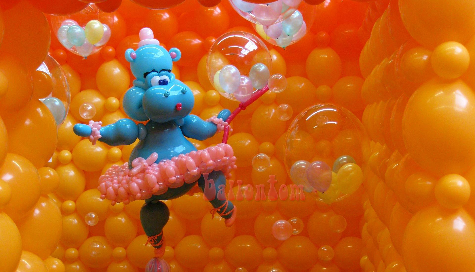 Weltrekord! Größtes Ballonlabyrinth mit über 100.000 Ballons mit ballontom - Nilpferd