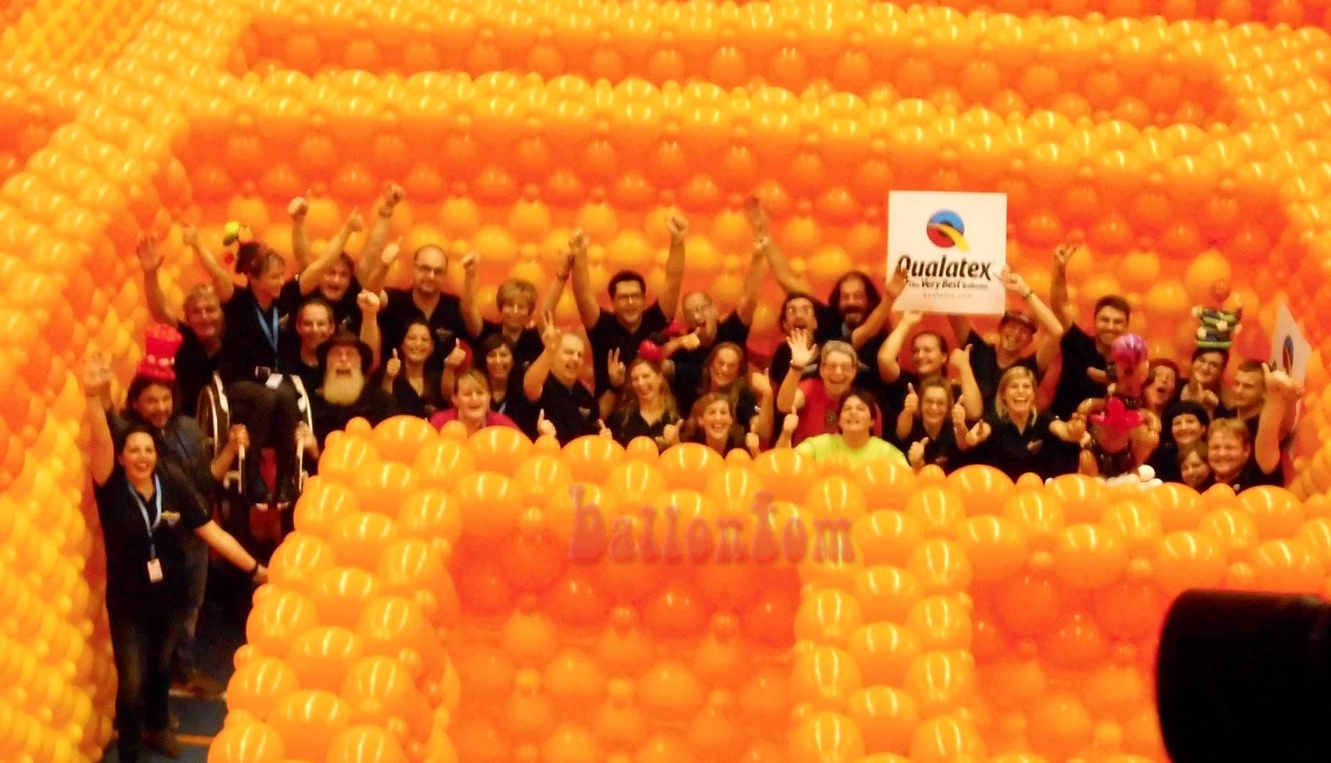 Weltrekord! Größtes Ballonlabyrinth mit über 100.000 Ballons mit ballontom - Weltrekord-Team