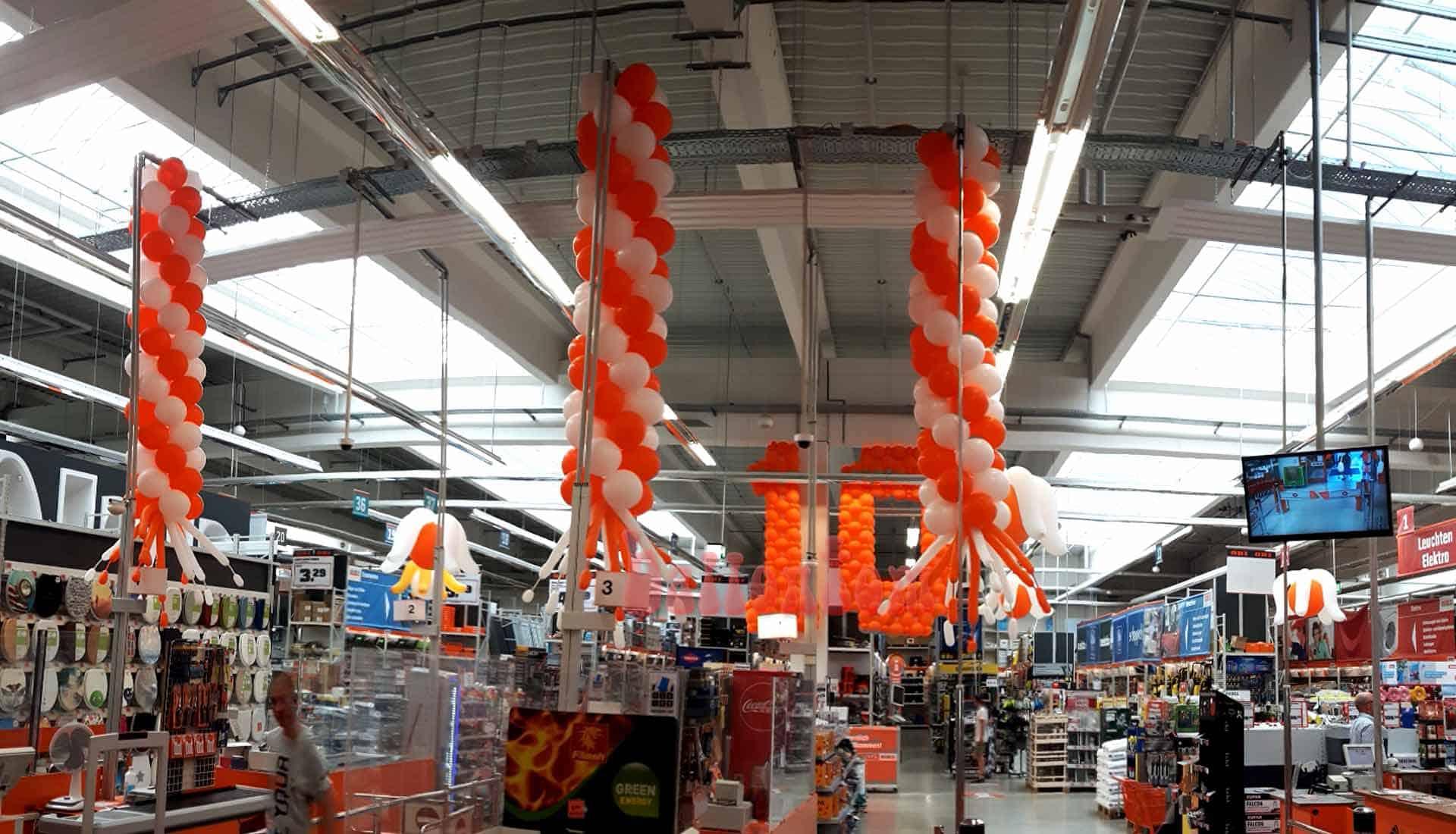 Deckenhänger: Ballonzahlen und Ballonblumen für OBI in Landsberg