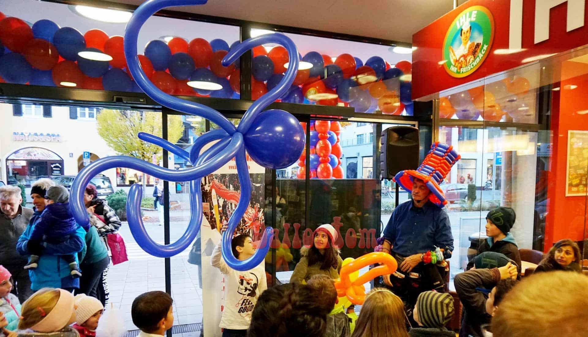 Entertainment mit Ballons - fliegende Riesenkracke