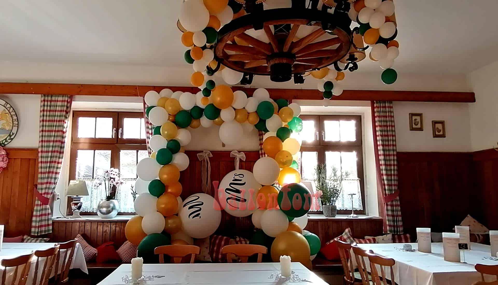 Hochzeitsdekoration mit Mr. und Mrs. Ballonen - Organic