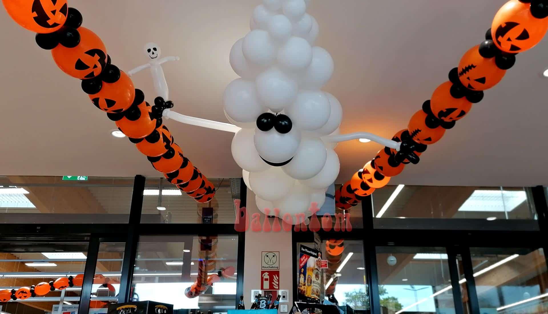 Halloweendekorationen aus Luftballons