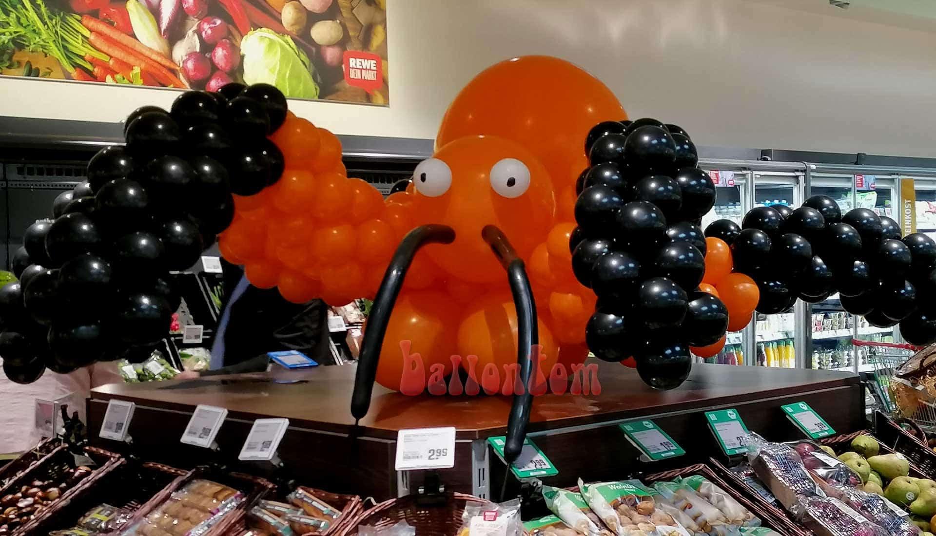 Halloweendekoration aus Ballons