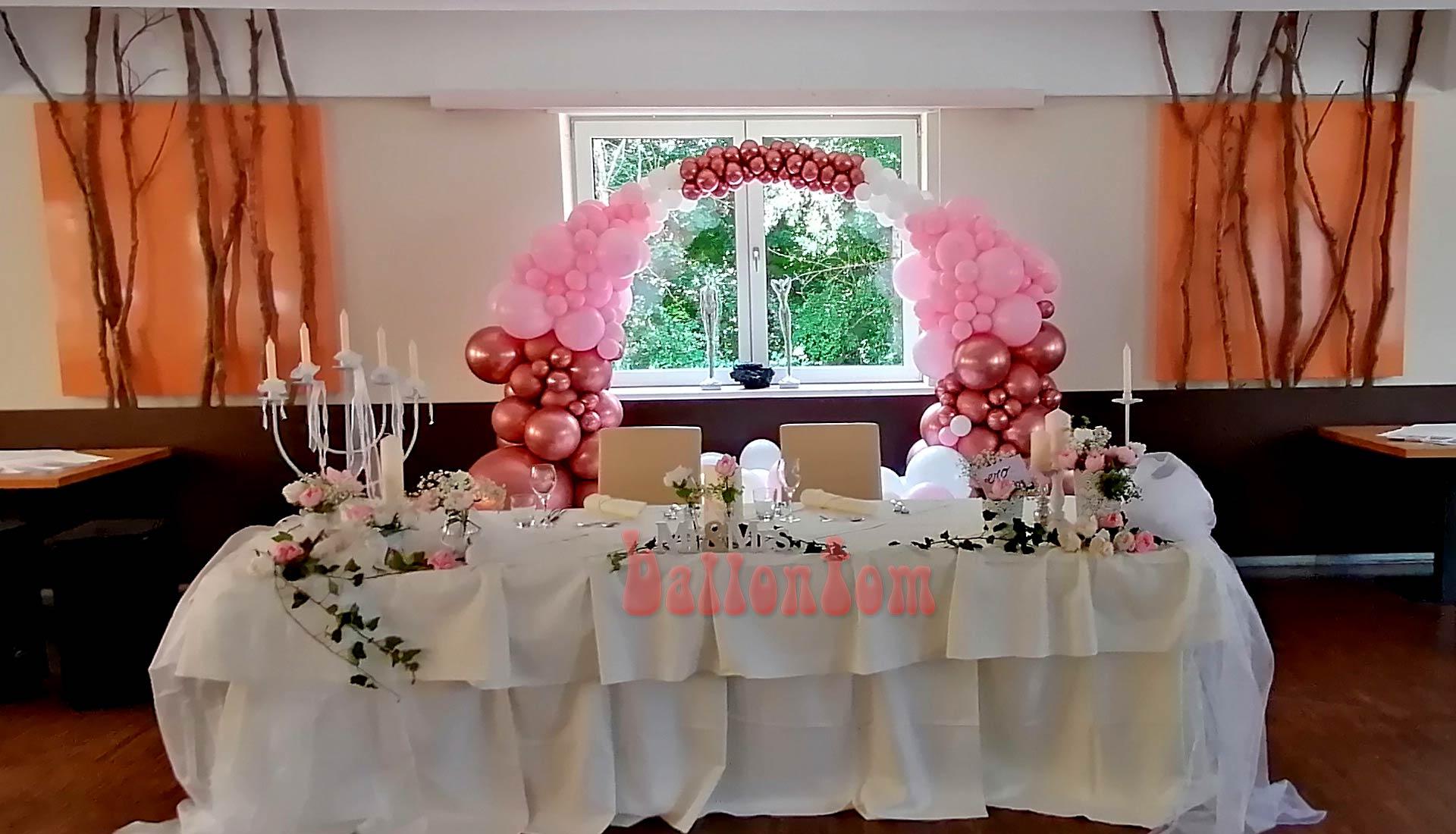 Organic-Hochzeitsring aus Luftballons für Ihren Hochzeitstisch in weiß-rose-goldrose